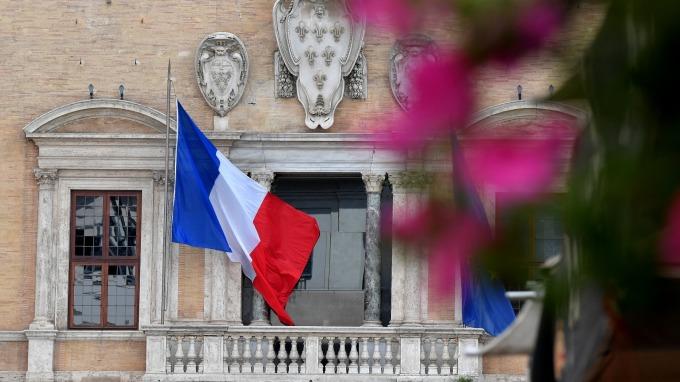 法國人親手埋葬經濟轉型良機。(圖:AFP)