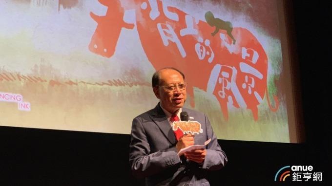 上銀董事長卓永財今(7)日出席以其童年家庭故事為背景的微電影「牛背上的風景」首映。(鉅亨網記者林薏茹攝)