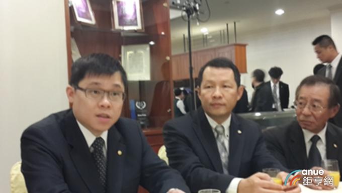 星宇航董事長張國煒(左)與愛將鄭傳義(中)。(鉅亨網資料照)
