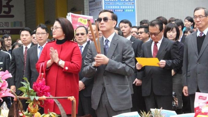 嚴凱泰與其遺孀嚴陳莉蓮。(圖:裕隆提供)