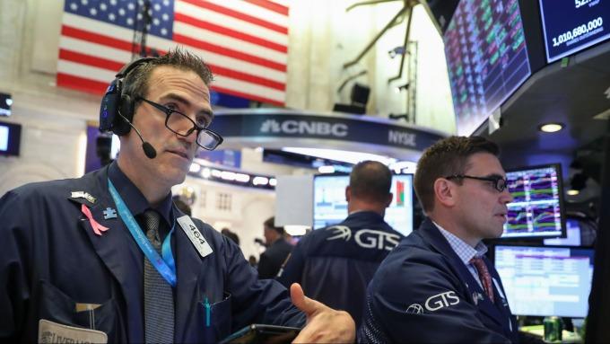 圖:AFP  美國股市週五中場大幅下跌
