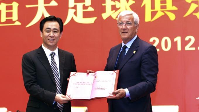 恒大主席許家印(左)(圖:AFP)