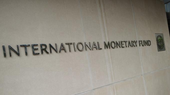 國際貨幣基金組織認為,全球經濟「烏雲罩頂」。(圖:AFP)