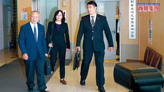 一場乖乖家變案,跟台灣老牌企業正遭遇的接班風暴,驚人的意外相似。(圖片:商業週刊)