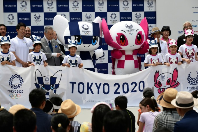 2020東京奧運吉祥物「未來(Mirai)」和「永遠(Towa)」 (圖片來源:AFP)
