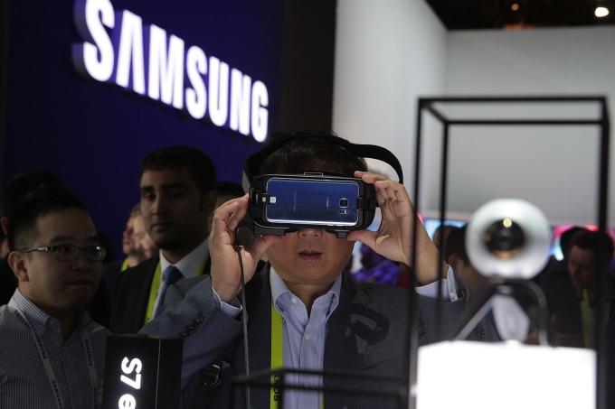 SAMSUNG Gear VR (圖片來源:AFP)