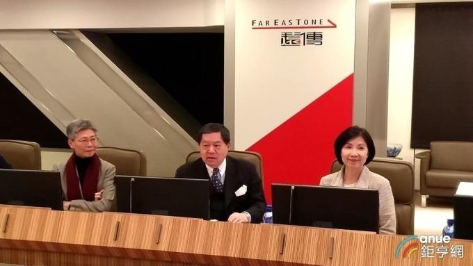 遠傳集團董事長徐旭東今日帶領現任總經理李彬與即將接任該職務的井琪連袂現身。(鉅亨網記者彭昱文攝)