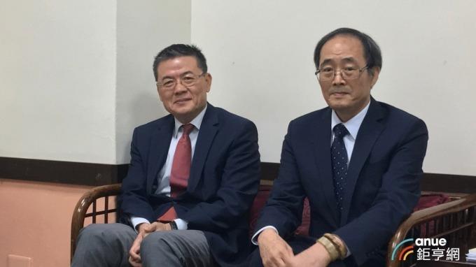 左起為榮化總經理劉文龍、董事長洪再興。(鉅亨網資料照)
