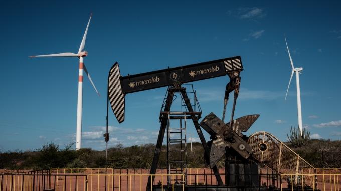 油價再度重挫。(圖:AFP)