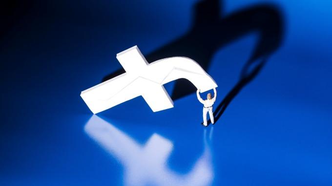 臉書爆發個資外洩風波(圖:AFP)