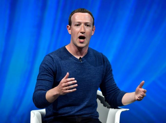 今年 4 月臉書執行長祖克伯首次因用戶隱私權問題出席美國參議院聽證會。(圖:AFP)