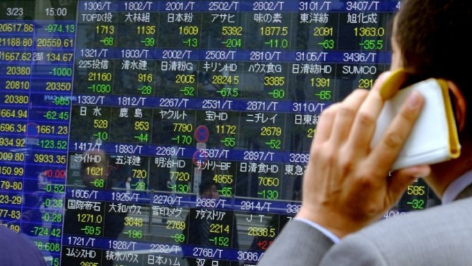 日股失速崩跌千點墜入熊市。(圖:AFP)