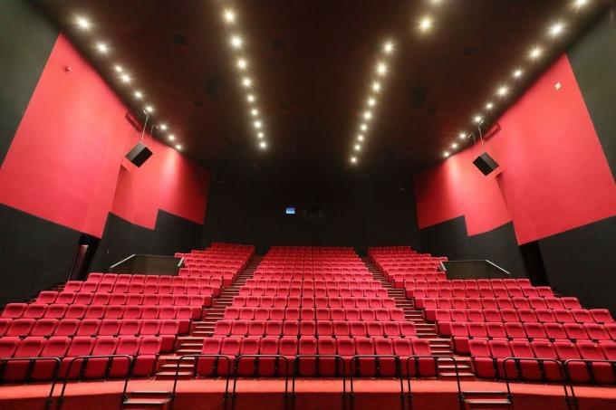 全台首套 IMAX® 新一代雷射 4K 放映系統、12 聲道巨幕影廳,座位席數 372 個 (含 4 席無障礙座位)
