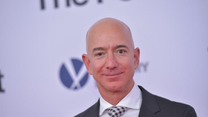 世界首富、亞馬遜創始人貝佐斯也未能逃脫到手之財轉眼溜走的命運。(圖:AFP)