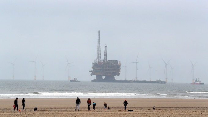 油價劇升9%收復聖誕節失土 但2018年暴跌原因仍存      (圖:AFP)