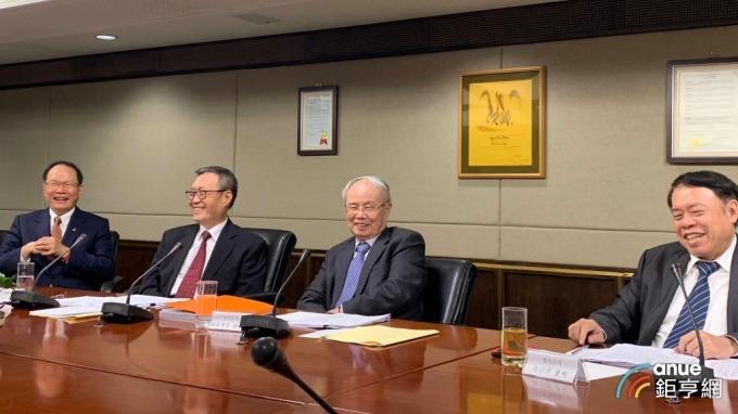 左起為台塑董事長林健男、南亞董事長吳嘉昭、台化副董事長洪福源、台塑化總經理曹明。(鉅亨網資料照)