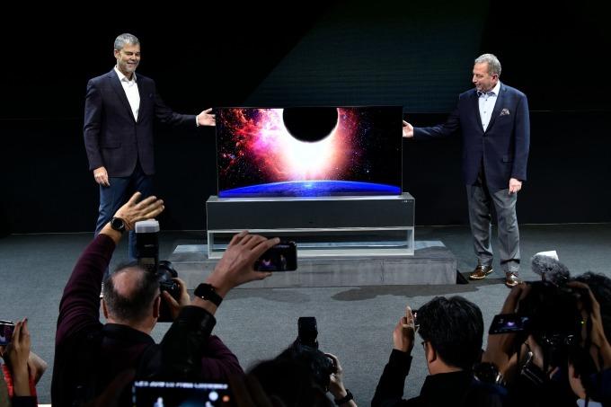 LG Signature OLED R 可捲式電視於 2019 CES 亮相。(圖:AFP)