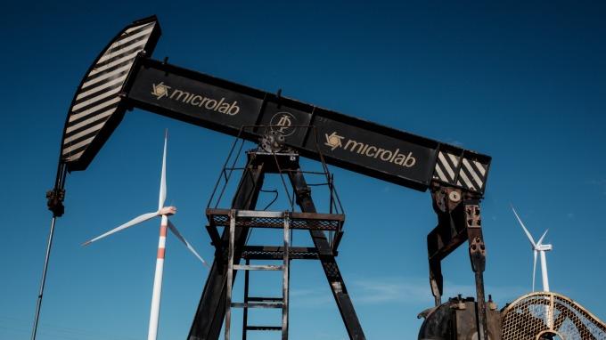 美國頁岩油廠商開始減產。(圖:AFP)
