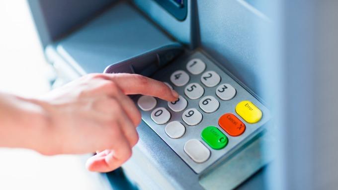 新光銀行推智能繳費機,免持單也可以即查即繳,圖為繳費機示意圖。(圖片:shutterstock)