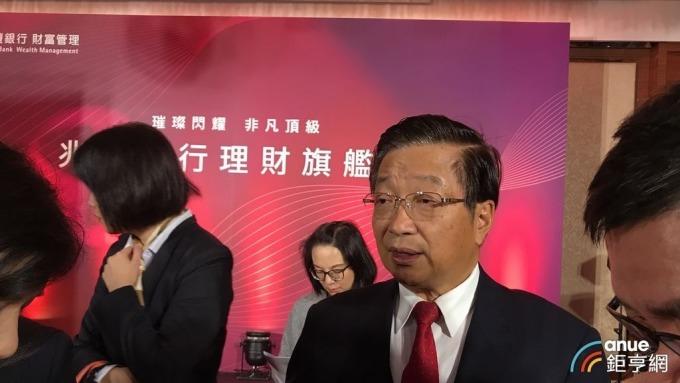 兆豐銀行董事長張兆順訂定目標,希望將消金獲利比重拉高至3成。(鉅亨網記者郭幸宜攝)
