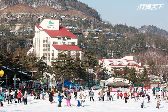 酒店提供穿梭巴士來回龍平滑雪場與酒店間,不用擔心走到腿斷。