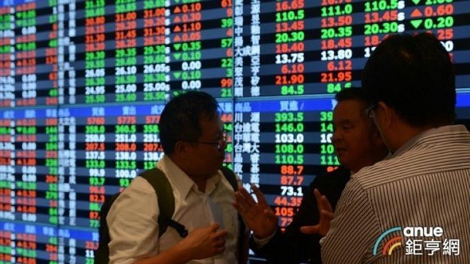 台股加權指數終場收在9720.69點,下跌17.62點,成交值再次縮至千億元以內。(鉅亨網資料照)