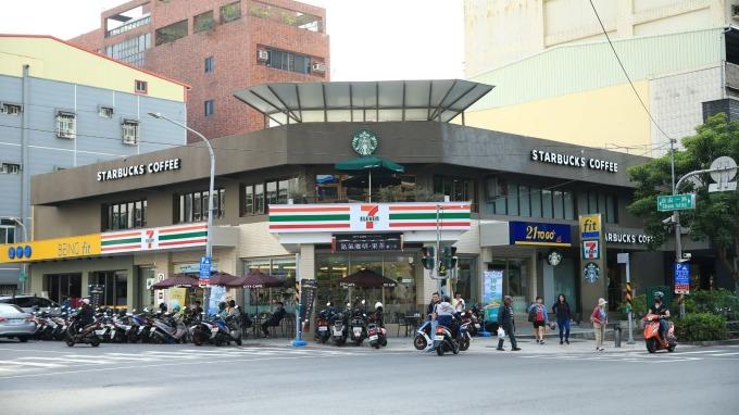 7-ELEVEN在高雄發表全新複合店型「坎城門市」。(圖:統一超提供)
