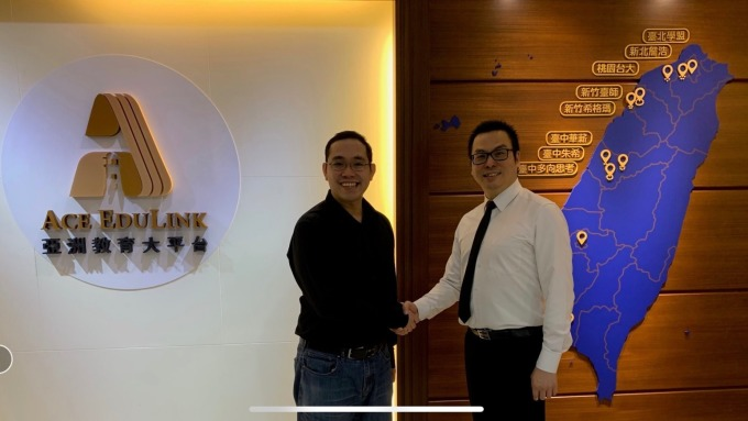 左起為翰林教育科技總經理陳威任、亞洲教育平台董事長史勇信。(圖:三貝德提供)