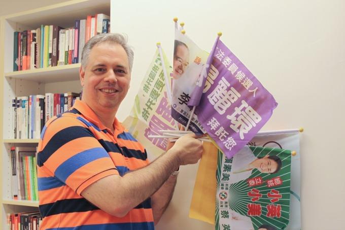 鮑彤是位長期研究台灣政治與選舉的「老外」學者,但一切的開端,竟是一場無心插柳的意外之旅。 攝影│張語辰