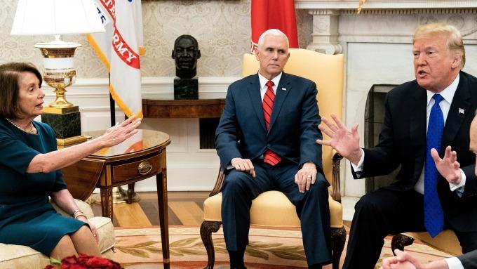 圖:AFP 川普與民主黨議員意見分歧