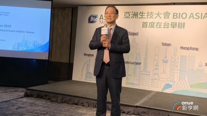 今年亞洲生技大會將與台灣生技月合併舉行,圖為台灣生物產業發展協會理事長李鍾熙。(鉅亨網記者林宥辰攝)