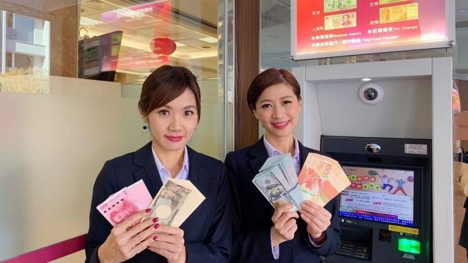 出國換匯透過外幣ATM,可享匯率折讓與免手續費優惠,節省換匯成本。(圖:兆豐銀行提供)