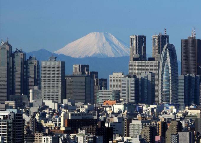 東京市區與富士山 (圖:AFP)
