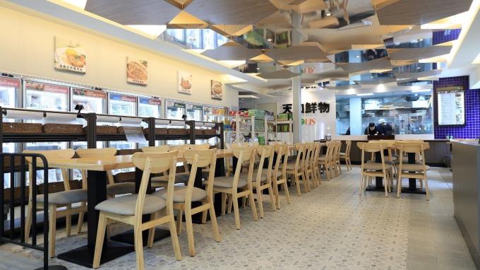 全家高雄天誠店規劃有60個座位。(圖:全家提供)