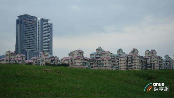 大直水岸豪宅建案「西華富邦」。(鉅亨網記者張欽發攝)