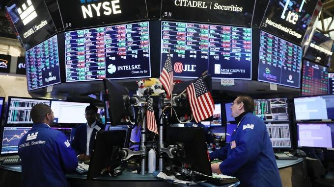 美國暫緩升息債市可望出頭天 ,法人建議,投資債市可掌握二高二低原則。(圖:AFP)