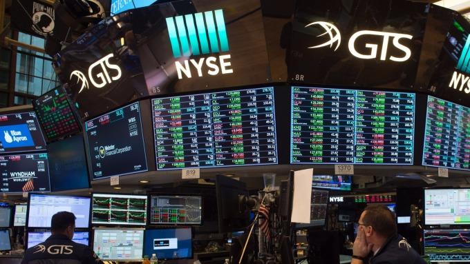 圖:AFP  美國股市週五中場大幅上漲