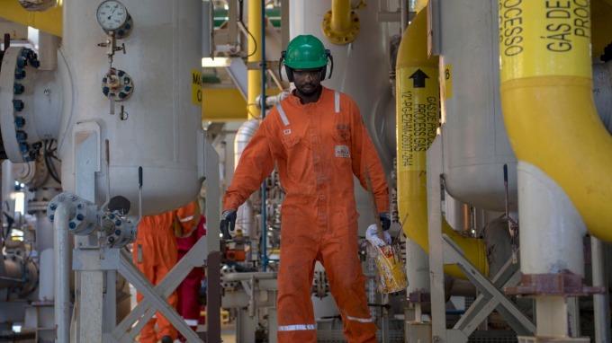 圖:AFP  紐約原油週五收高