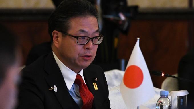 日本經濟產業大臣世耕弘成 (圖:AFP)