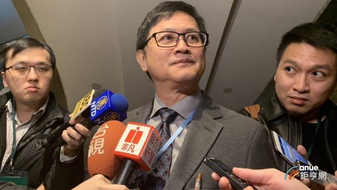 5G商品化迫在眉睫,台北市電腦公會理事長童子賢表示台灣需加緊腳步。(鉅亨網記者林宥辰攝)