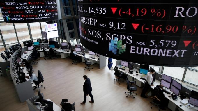 週一歐股盤前,指數期貨走跌。(圖:AFP)