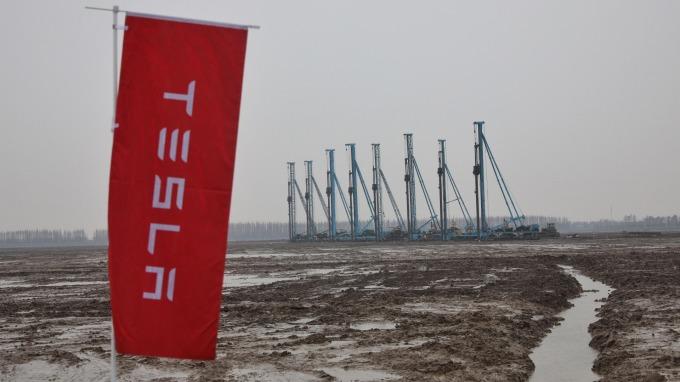 松下不再獨占 傳特斯拉與天津力神洽談為上海廠採購電動車電池可能      (圖:AFP)