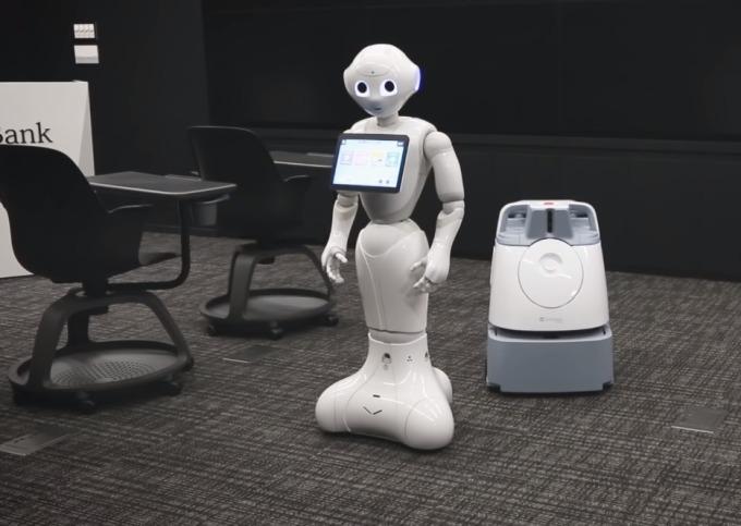 軟銀的類人型機器人Pepper與自動打掃機器人Whiz