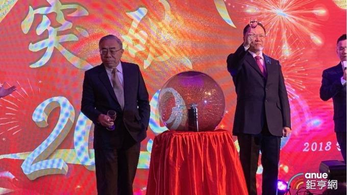 左起為台塑企業總裁王文淵、台塑董事長林健男。(鉅亨網記者林薏茹攝)