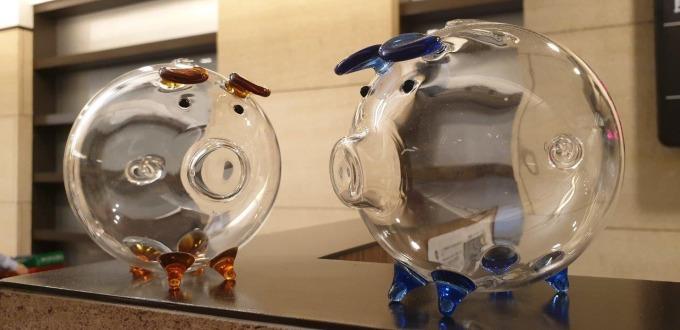 元大銀行推出符合「金豬迎財」財富管理專案者,即可獲得「金錢豬撲滿」乙份。