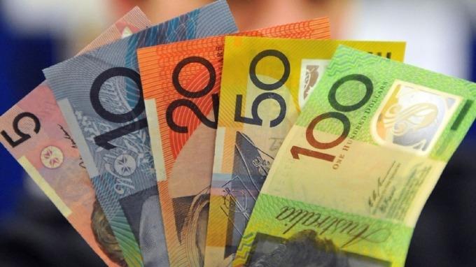 澳幣去年下跌4.8%後,今年跌勢未止。(圖:AFP)