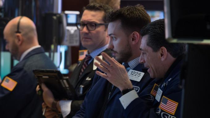 週一美股盤前,道瓊期指下跌。(圖:AFP)