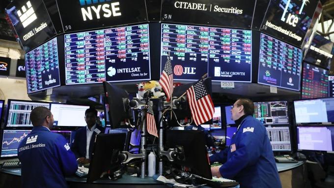 元月股市勁揚,全球股債基金沾光勁揚逾5%。(圖:AFP)