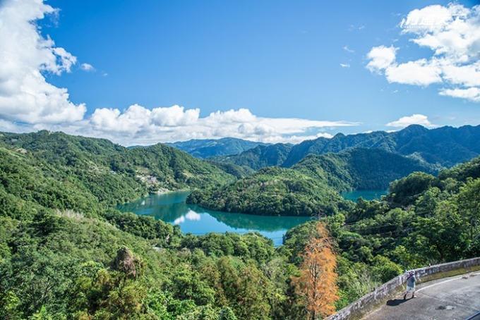 由店內望出去的千島湖「土虱頭」美景。