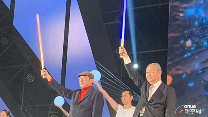 廣達董事長林百里(左)表示,廣達已是AI全方位供應商。(鉅亨網資料照)